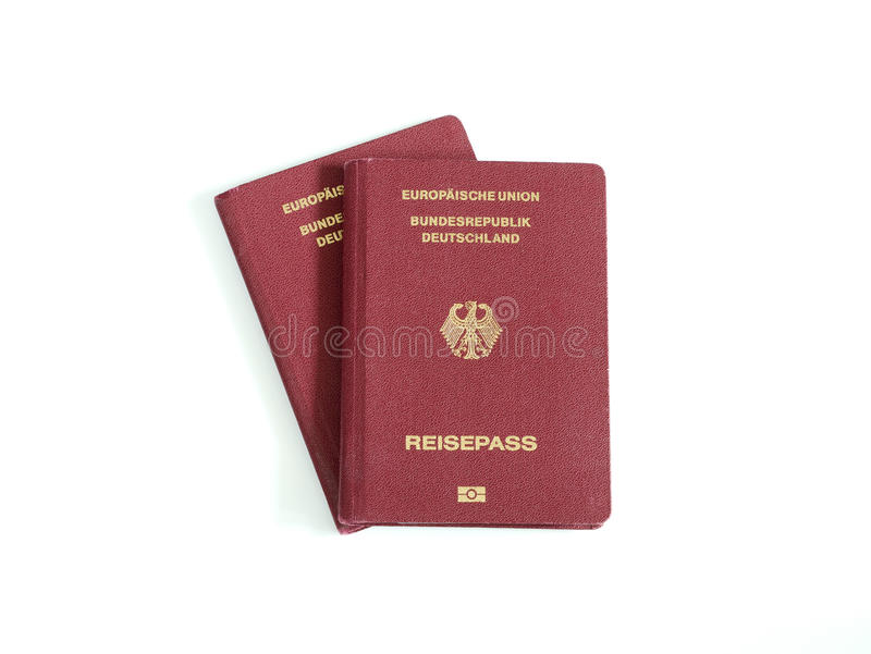 Les passeports allemands ont isolé le fond blanc photo libre de droits