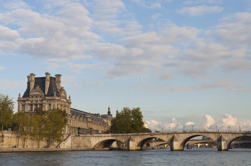 Les passerelles de Paris. photos stock