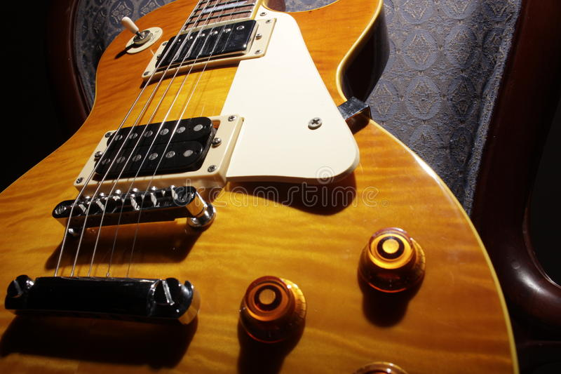 Les Paul Guitar - gul dropp arkivfoton