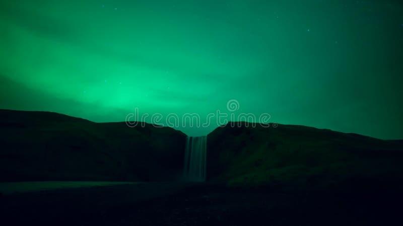 Les paysages pittoresques et la lumière du nord en Islande photos stock
