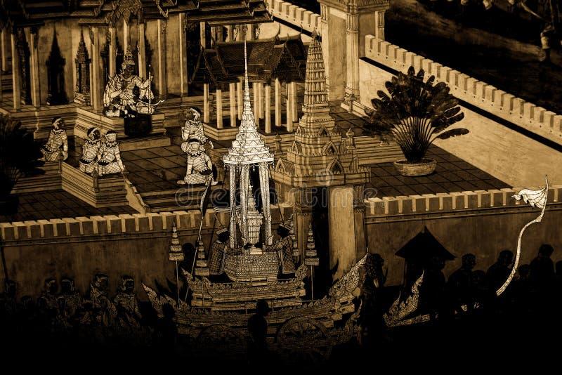 Les peintures murales de Ramakian Ramayana le long des galeries du temple d'Emerald Buddha, du palais grand ou de l'interdiction  photographie stock