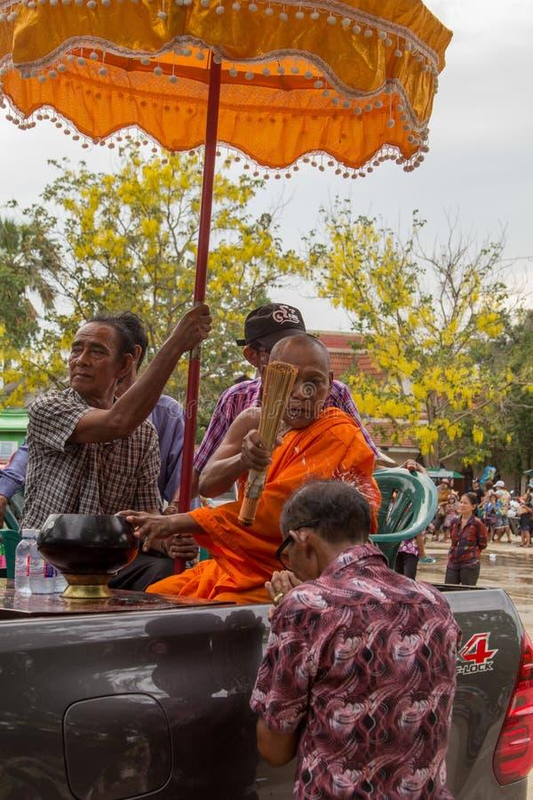 Les personnes âgées thaïlandaises célèbrent le festival de Songkran ou la nouvelle année thaïlandaise photo stock
