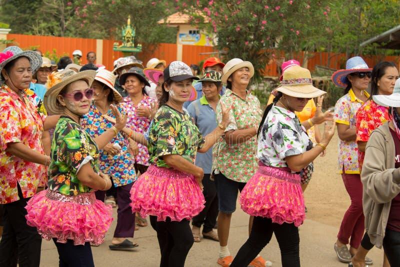 Les personnes âgées thaïlandaises célèbrent le festival de Songkran ou la nouvelle année thaïlandaise images stock