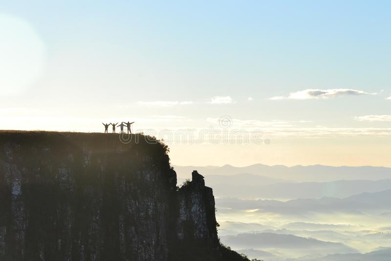 Les personnes heureuses chez Serra font Rio font Rastro - Santa Catarina - le Brésil image stock
