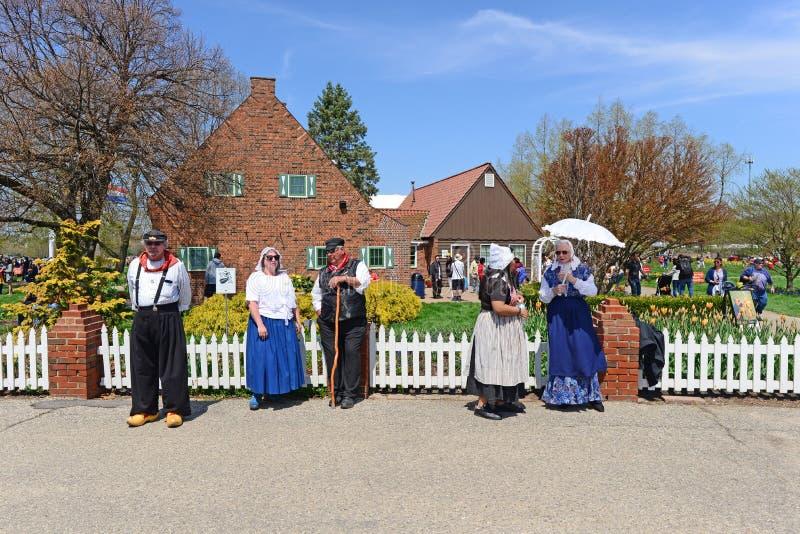 Les personnes néerlandaises se sont réunies autour 2019 de la Hollande, Michigan Tulip Festival image libre de droits