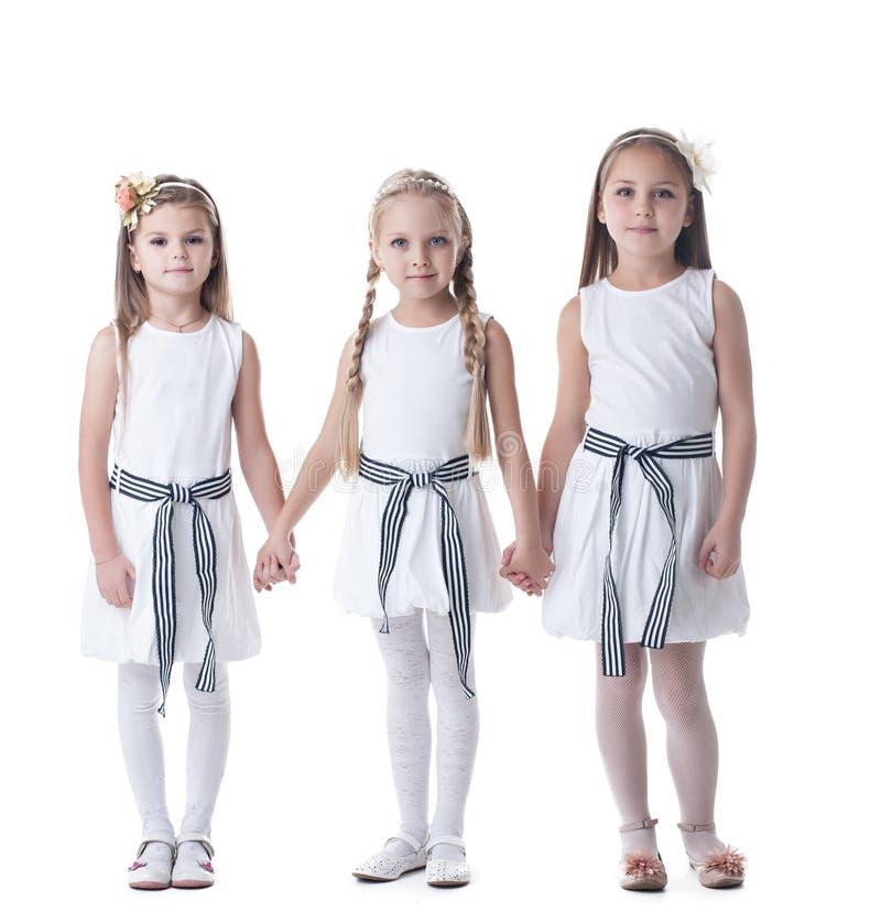 Les petites filles dans le rose de charme rectifie et tresse image stock