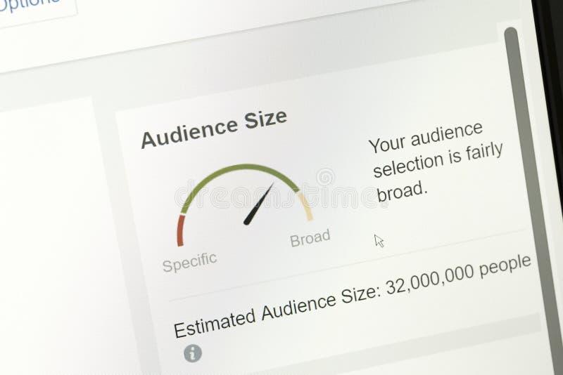 Les petits groupes d'assistance ont estimé basé sur le module de cadre publicitaire du facebook photographie stock