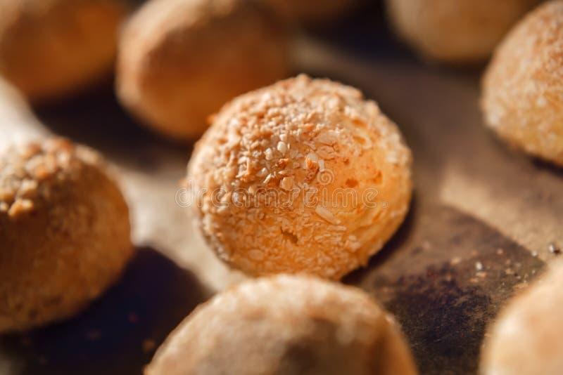 Les petits pains ronds ont fait à partir du mélange de farine et de lait caillé de blé entier Pâtisseries fraîches pour une alime image stock