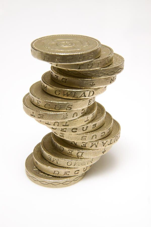 les pièces de monnaie britanniques empilent livre photographie stock libre de droits