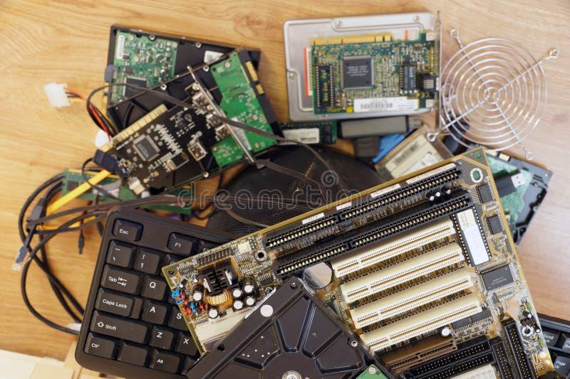 Les pièces et les composants de l'ordinateur usées et inutiles ont prévu pour le DIS images libres de droits