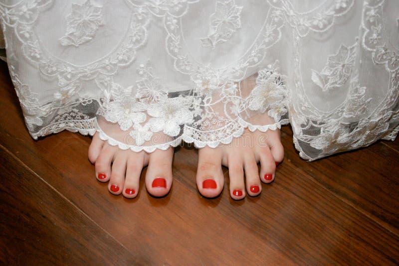 Les pieds de la mariée photos libres de droits