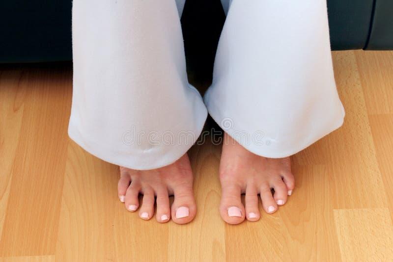 Les pieds du femme photo libre de droits