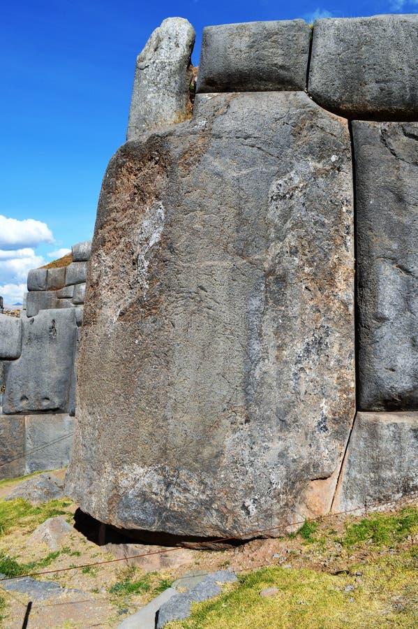 Les pierres de Saqsaywaman se sont adaptées fortement sans mortier photo libre de droits