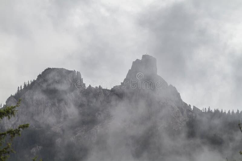 Les pierres du sort malheureux, un monument de nature dans la masse massive image stock