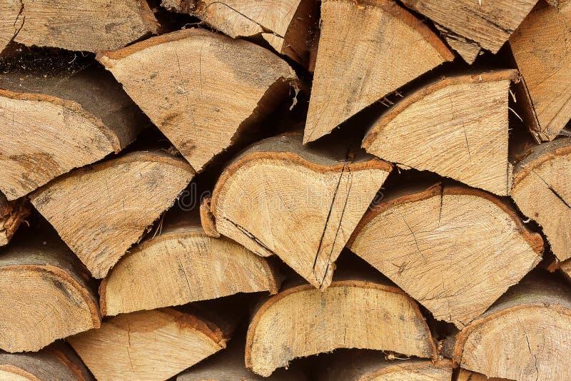 Les piles de bois de chauffage ont empil? ensemble le fond texturis? photographie stock