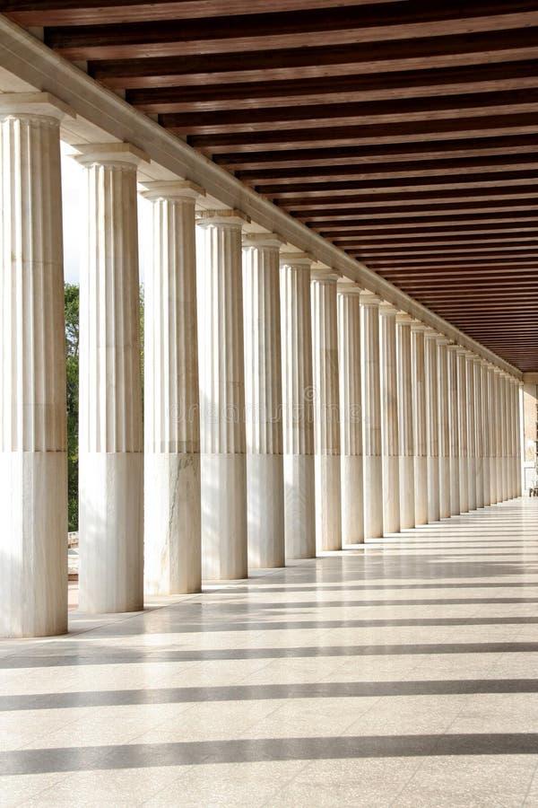 Les piliers s'approchent de l'Acropole images stock