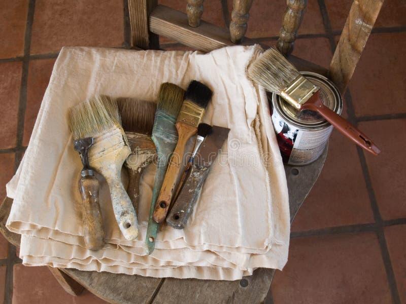 Les pinceaux de peintre de Chambre photographie stock