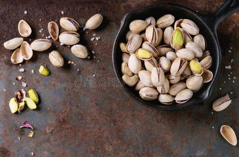 les pistaches ont rôti salé photos libres de droits