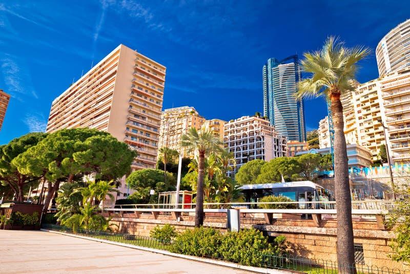 Les Plages Monaco linia horyzontu i zieleni nabrzeża widok fotografia royalty free