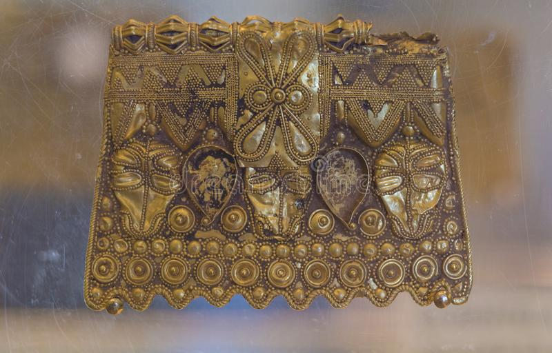 Les plats d'or d'amas de Martela de La ont daté aux 2èmes âges de fer images libres de droits