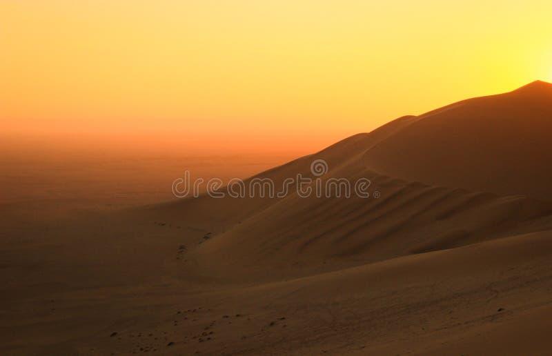 Les plus hautes dunes de sable dans le monde au coucher du soleil dans le d?sert de Namib, en parc national de Namib-Nacluft en N photographie stock libre de droits