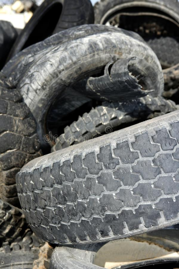 Les pneus de véhicule réutilisent l'usine écologique photographie stock libre de droits