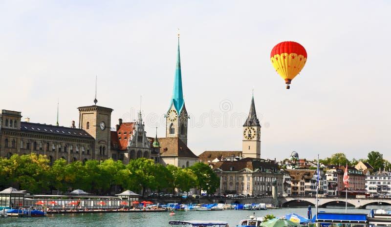 Les points de repère principaux du paysage urbain de Zurich images libres de droits