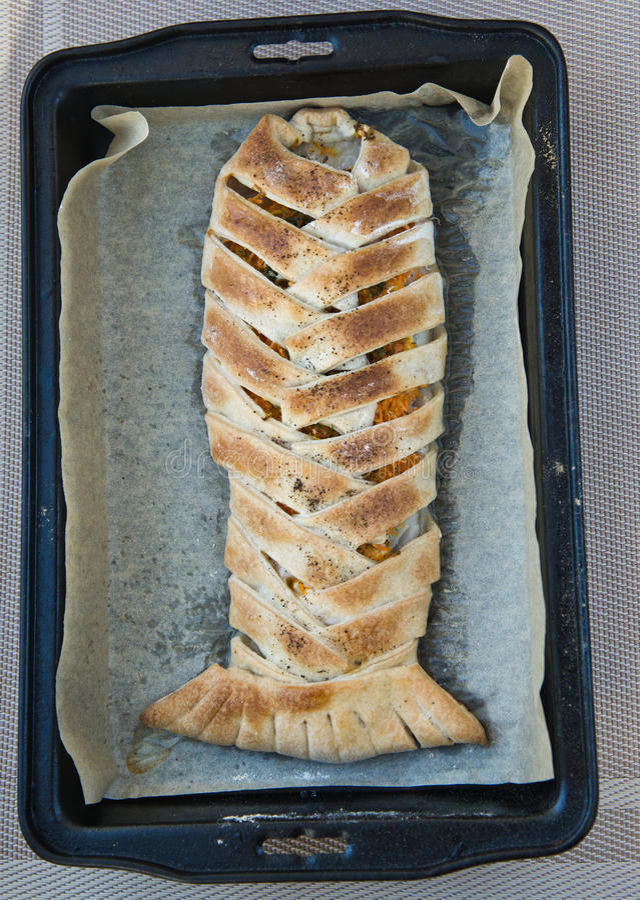 Les poissons cuits au four en pâtisserie image stock