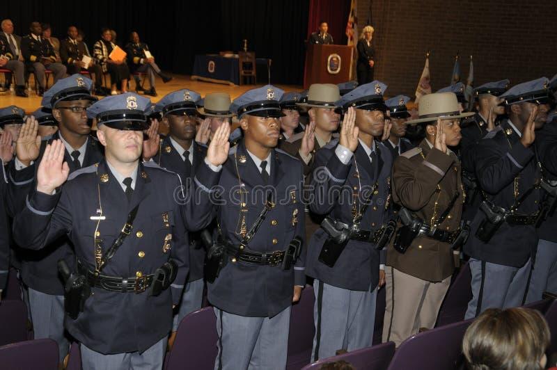 Les policiers obtiennent assermentés dedans à l'obtention du diplôme de police dans la ceinture verte, le Maryland photo stock