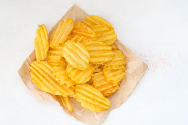 Les pommes chips croquantes font la fête la tranche de casse-croûte de nourriture de munchies photographie stock libre de droits