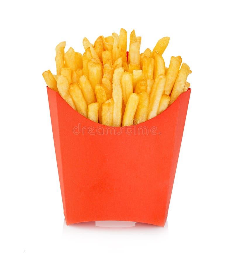 Les pommes de terre fait frire dans une boîte rouge de carton d'isolement sur un fond blanc Aliments de préparation rapide photographie stock libre de droits