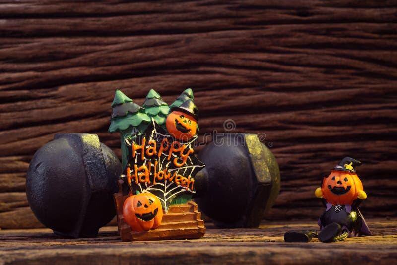Les potirons de poupée de tête de festival de Halloween ont hanté fantasmagorique et le bla images stock
