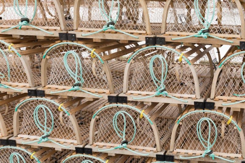 Les pots de homard empilés de PEI donnent à l'abrégé sur une consistance rugueuse modèle photo libre de droits