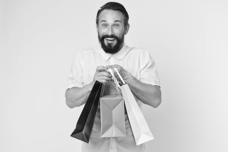 Les présents rendent la vie plus intéressante Le visage gai barbu mûr d'homme tient des paniers L'homme a obtenu les cadeaux unex image stock