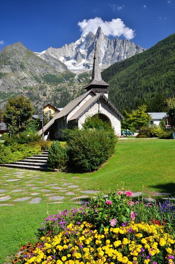 Les Praz DE Chamonix en de berg van Aiguille Dru stock foto