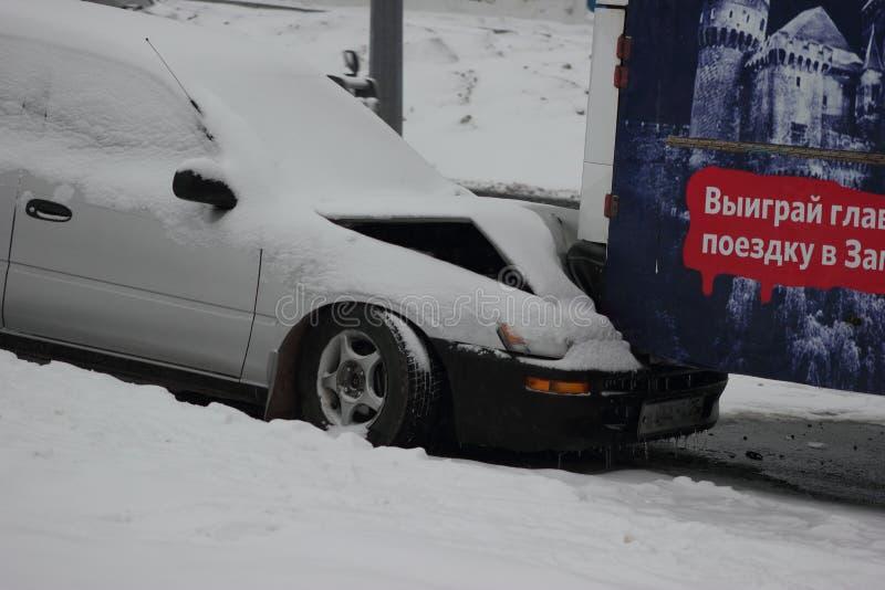 Les premières chutes de neige principales dans Vladivostok. images libres de droits