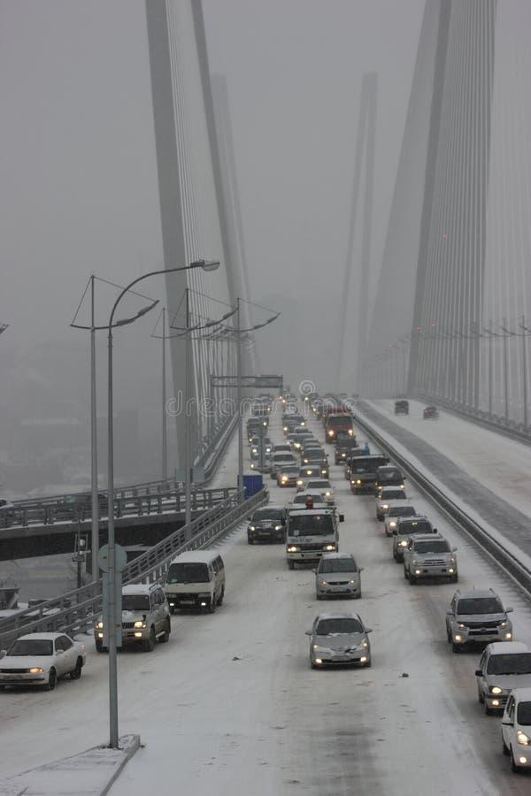 Les premières chutes de neige principales dans Vladivostok. photographie stock libre de droits