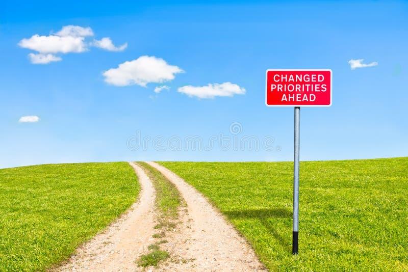 Priorités de panneau routier changées en avant photos libres de droits