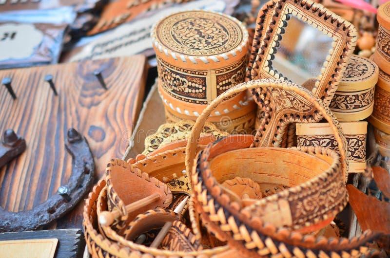 Les produits de l'écorce de bouleau en ventes parent en vente comme souvenirs photos libres de droits