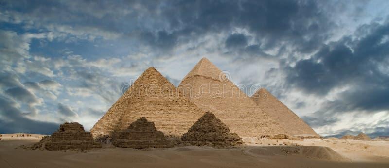 Les pyramides grandes image stock