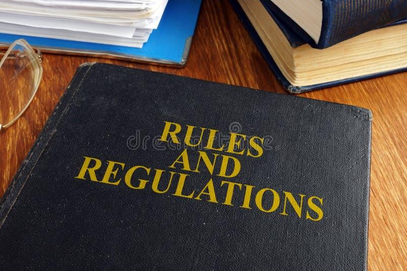 Les règles et les règlements réservent photographie stock