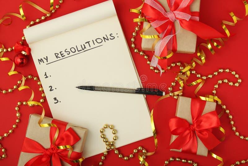 Les résolutions de nouvelle année prévoient dans un carnet images stock