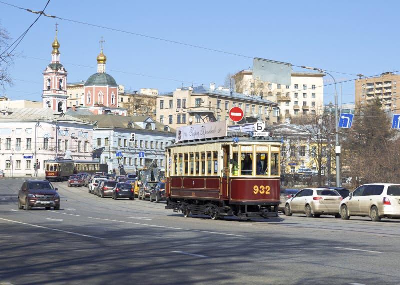 Les rétros trams sur le défilé des trams à Moscou photos stock