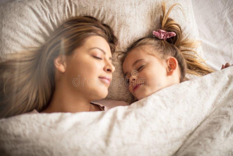 Les rêves sont beaux quand la maman là photographie stock libre de droits