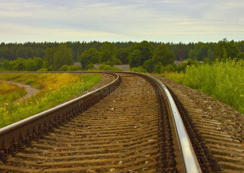 Les rails vont loin image stock