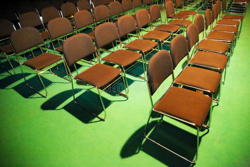 Les rangées d'amphithéâtre du brun préside la vue de plan photos libres de droits