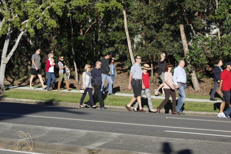 Les rassemblements de foule pour Anzac Day Service photos stock