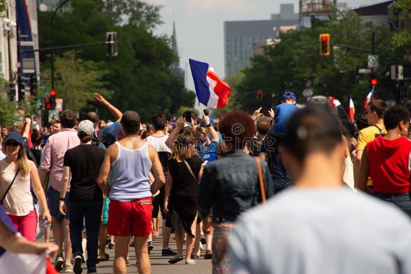 Les ressortissants français célèbrent la victoire de l'équipe de football française image libre de droits