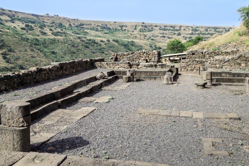 Les restes d'une synagogue dans les ruines de la ville juive antique de Gamla sur Golan Heights détruit par les armées du RO photo stock