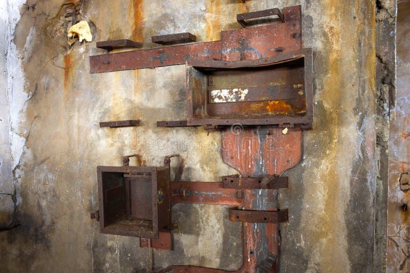 """Les restes de l'équipement du courrier de télémètre du fort naval """"Zverev """"d'artillerie Kronstadt photos libres de droits"""
